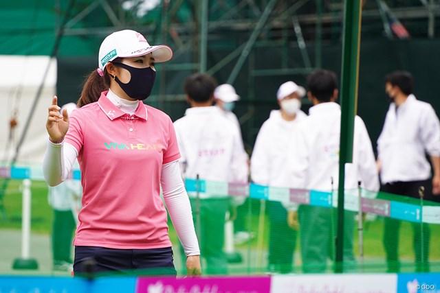 2021年 ダイキンオーキッドレディスゴルフトーナメント 3日目 古江彩佳 3日目は黒色マスクを持参してました