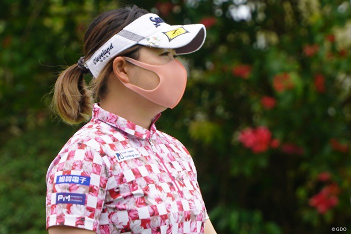 ウエアに合わせてピンクのマスクで 2021年 ダイキンオーキッドレディスゴルフトーナメント 3日目 東浩子
