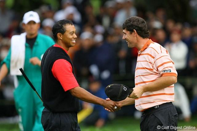 2006年 ダンロップフェニックストーナメント 最終日 タイガー・ウッズ パドレイグ・ハリントン 日本でハリントンといえば、2006年「ダンロップフェニックス」でウッズの3連覇を阻んだ選手としても知られる