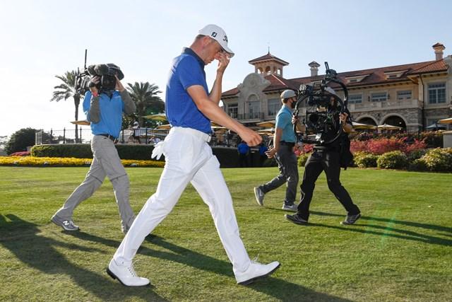 2021年 ザ・プレーヤーズ選手権 4日目 ジャスティン・トーマス 優勝したジャスティン・トーマス。カメラが一挙一動を追う(Ben Jared/PGA TOUR via Getty Images)