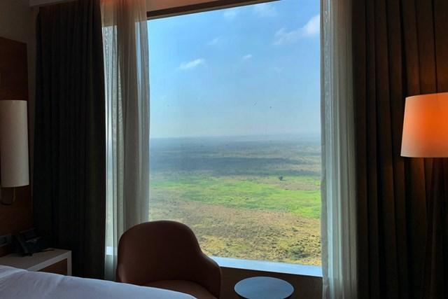 2021年 ケニアオープン 事前 ケニアのホテル カーテンを開けたら大草原。ホテルの部屋からの景色です