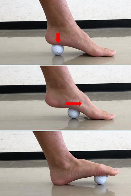 マッサージ ゴルフボールを使って足裏をほぐす(提供:ケアくる)