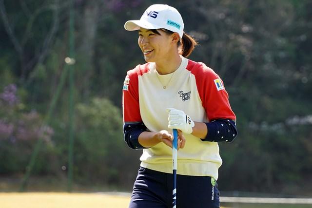 2021年 Tポイント×ENEOSゴルフトーナメント 事前 渋野日向子 ニットの長袖ウェアは「めちゃめちゃ暑かった」と笑った
