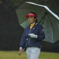 朝は予報外れの雨も。 2021年 Tポイント×ENEOSゴルフトーナメント 初日 有村智恵
