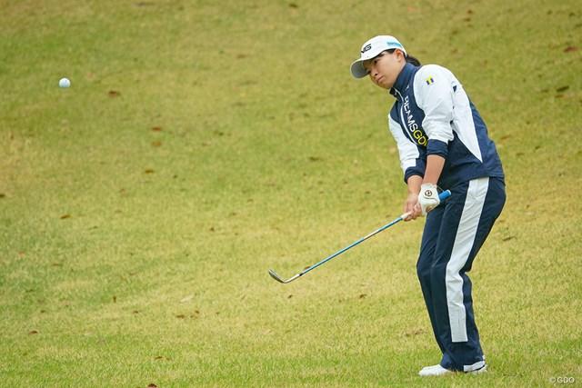 2021年 Tポイント×ENEOSゴルフトーナメント 2日目 渋野日向子 アプローチで凌ぐ。