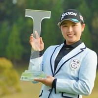 小祝さくらが逆転でシーズン3勝目を挙げ、賞金ランクトップに立った 2021年 Tポイント×ENEOSゴルフトーナメント 4日目 小祝さくら