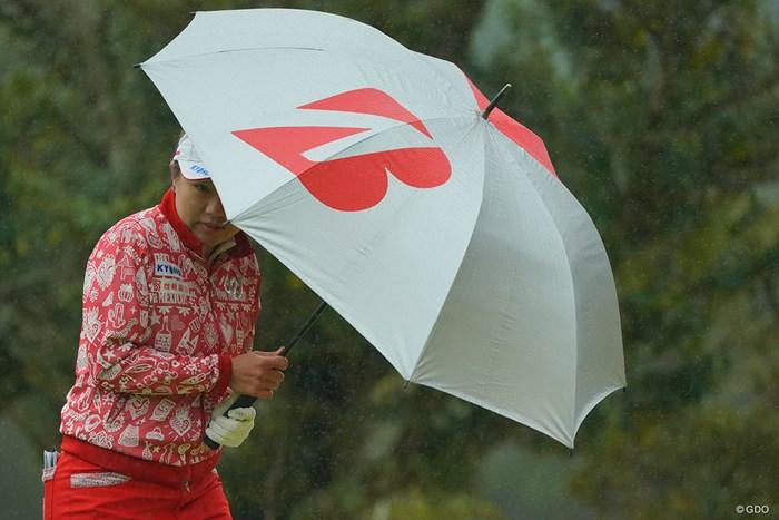 横殴りの雨と風。 2021年 Tポイント×ENEOSゴルフトーナメント 最終日 サイ・ペイイン