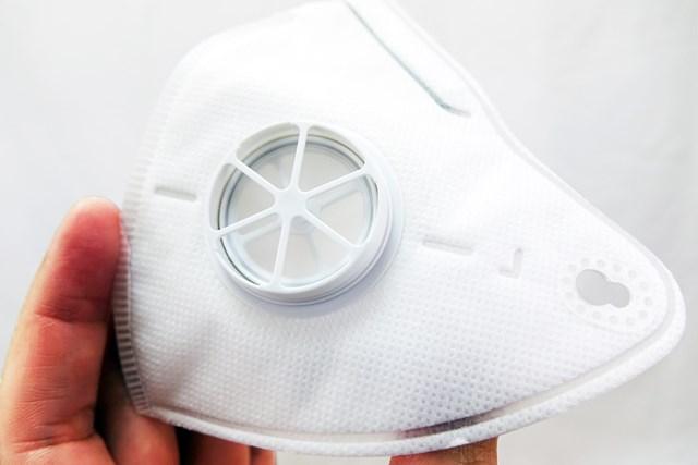 1万円の進化系マスクはゴルフ向き? 18Hプレーで徹底検証 4層からなるフィルター構造。もっちり肌触りは良好