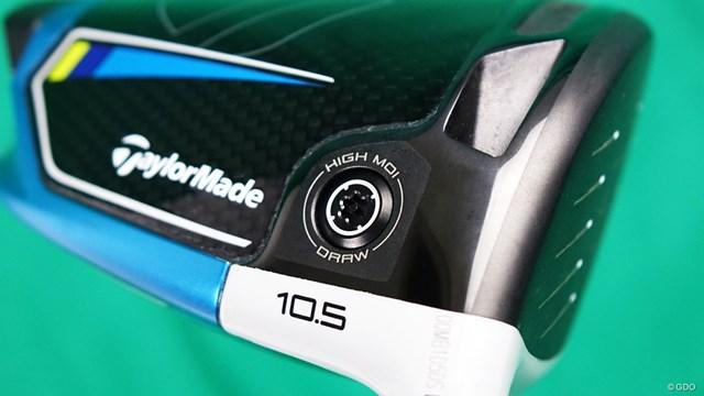 SIM2 MAX-D ドライバーを西川みさとが試打「SIM2で選ぶならD」 ヒール寄りのロフト表示の上にウエイトが装備されている