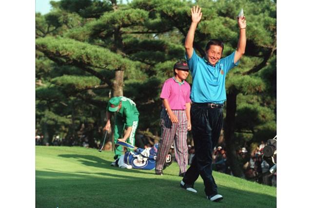 尾崎将司 1994年ダンロップフェニックストーナメント 1994年にダンロップフェニックス初優勝を飾った尾崎将司(Anton Want/ALLSPORT)