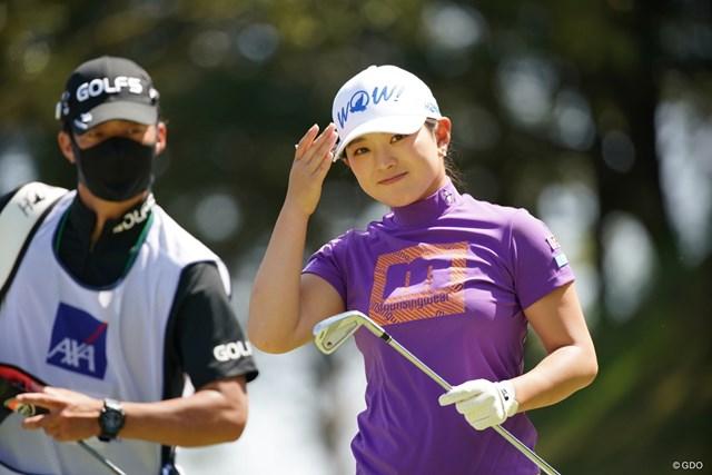 2021年 アクサレディスゴルフトーナメント in MIYAZAKI 初日 吉川桃 今日はおそろいのキャップなのだ