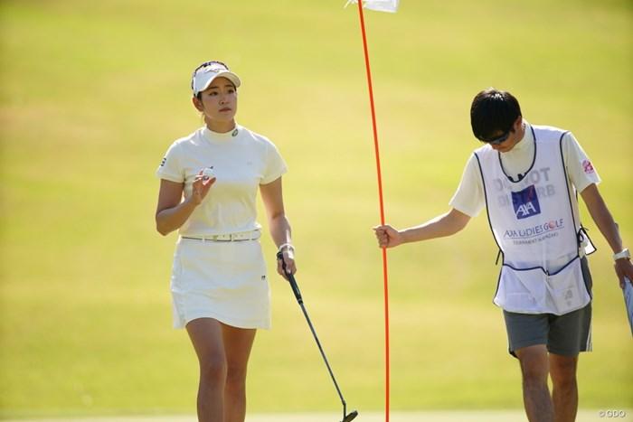 ギャラリーの声援に応えた 2021年 アクサレディスゴルフトーナメント in MIYAZAKI 初日 原英莉花