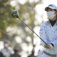 マスク姿で飛ばします 2021年 アクサレディスゴルフトーナメント in MIYAZAKI 初日 穴井詩
