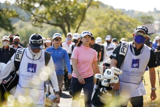 2021年 アクサレディスゴルフトーナメント in MIYAZAKI 2日目 渋野日向子 ギャラリーを引き連れての移動