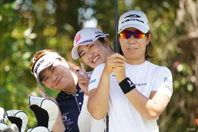 2021年 アクサレディスゴルフトーナメント in MIYAZAKI 2日目 穴井詩と稲見萌寧と酒井美紀 いい写真撮れちゃった