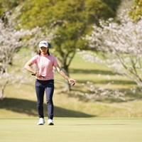 桜に囲まれパター 2021年 アクサレディスゴルフトーナメント in MIYAZAKI 2日目 渋野日向子
