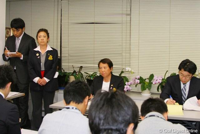 三塚優子の処分を発表する樋口久子LPGA会長