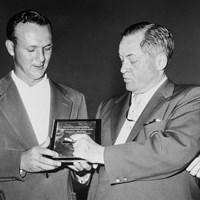 1958年、アーノルド・パーマー(左)が初めてマスターズを制した(Getty Images) 2021年 アーノルド・パーマー