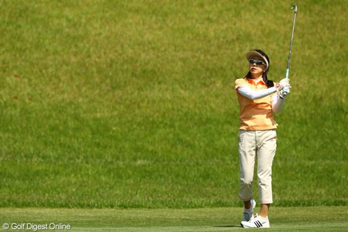 左股関節を痛めながらも、ギャラリーのためにと最後までプレーした東尾理子 2010年 フンドーキンレディース 初日 東尾理子