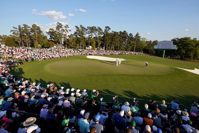 2021年 マスターズ 4日目 松山英樹 最終18番グリーンでは松山優勝の瞬間を見届けようとパトロンらが見守った(提供:Augusta National Golf Club)