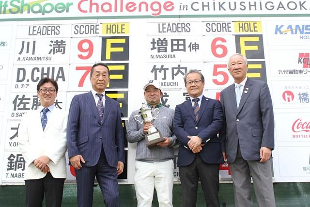 2021年 i Golf Shaper Challenge in 筑紫ヶ丘 最終日 川満歩 川満歩(中央)がうれしいプロ初勝利をあげた(提供JGTO)