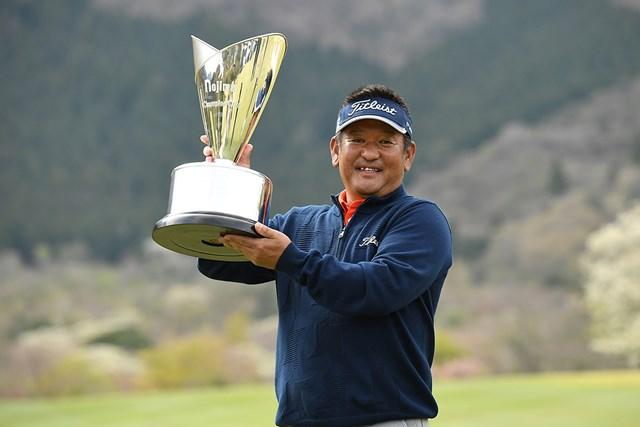 2021年 ノジマチャンピオンカップ 箱根シニアプロゴルフトーナメント 最終日 篠崎紀夫 篠崎紀夫が逆転でツアー2勝目をあげた(提供:日本プロゴルフ協会)