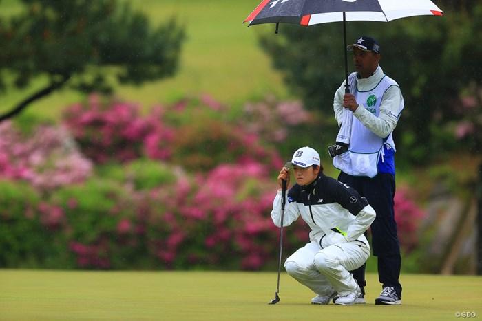 早い時間は雨に降られた 2021年 KKT杯バンテリンレディスオープン 2日目 稲見萌寧