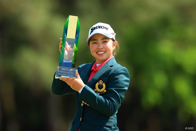 2021年 KKT杯バンテリンレディスオープン  最終日 山下美夢有 山下美夢有が19歳でうれしいツアー初優勝を飾った