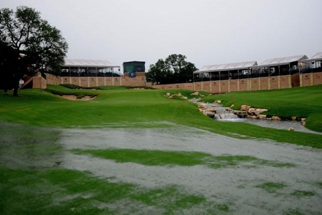2010年 バレロテキサスオープン 2日目 コース 雨の影響によりコース状況が悪化、2日目は中止となった (Marc Feldman /Getty Images)