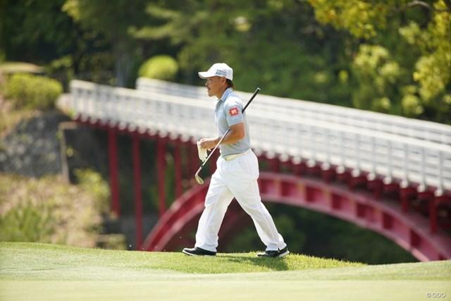 2021年 関西オープンゴルフ選手権競技 事前 藤本佳則 バックには8番グリーンへの橋