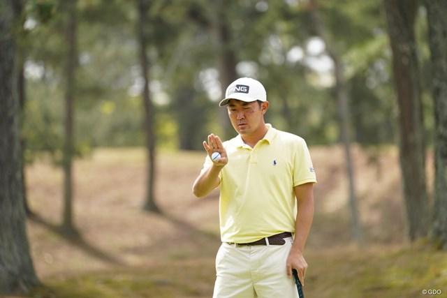 2021年 関西オープンゴルフ選手権競技 初日 金谷拓実 ライン読みも大変だ