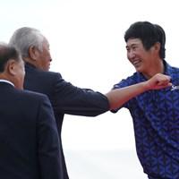 青木会長と肘タッチ 2021年 関西オープンゴルフ選手権競技 最終日 星野陸也