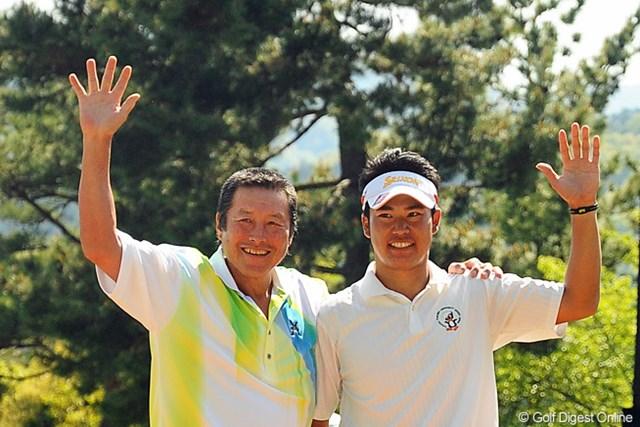 2021年 松山英樹 松山英樹(右)を祝福する尾崎将司(写真は2013年つるやオープン)