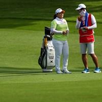 夫でコーチのナム・ギヒョプさんが今週はキャディも務める(Yong Teck Lim/Getty Images) 2021年 HSBC女子チャンピオンズ 4日目 朴仁妃