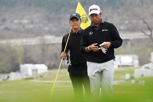 2021年 WGCデルテクノロジーズ マッチプレー 目澤秀憲 松山英樹 松山英樹を指導する目澤秀憲コーチ(左)とは