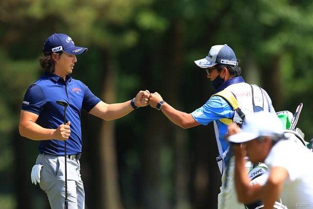 2021年 アジアパシフィックダイヤモンドカップゴルフ 3日目 石川遼 グータッチ