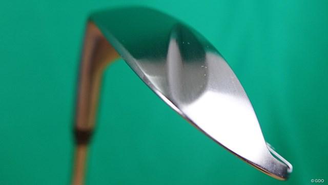 ラズルダズル CS-05Wを西川みさとが試打「出っ歯好きなら顔◎」 同社の特徴ともいえるソールに配したCLAWING=かぎ爪形状