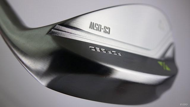 ラズルダズル CS-05Wを筒康博が試打「誰も嫌わない設計」 ソールのトウ・ヒール側の削りが抜けの良さを演出