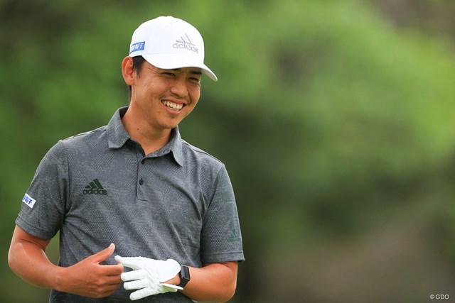 2021年 ゴルフパートナー PRO-AMトーナメント 初日 杉本エリック アマチュアと笑い話