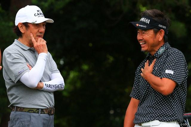 2021年 ゴルフパートナー PRO-AMトーナメント 2日目 市村正親 藤田寛之 サービス精神旺盛。普段のスコアを尋ねると「108とか。ぼんのうの数たたいてます」と笑いを誘った