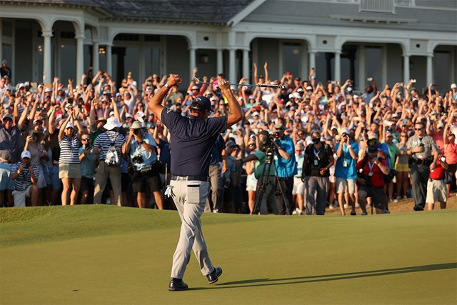 2021年 全米プロゴルフ選手権  最終日 フィル・ミケルソン 18番グリーンで見せた静かなポーズ(Patrick Smith/Getty Images)