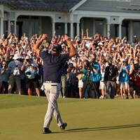 18番グリーンで見せた静かなポーズ(Patrick Smith/Getty Images) 2021年 全米プロゴルフ選手権  最終日 フィル・ミケルソン