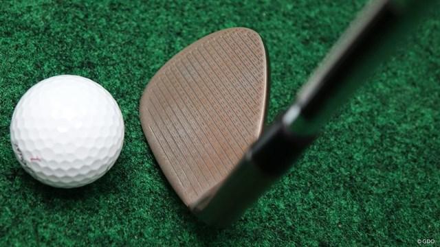 ハイ・トウ ロウ ウェッジを筒康博が試打「距離感が作りやすい」 ロフト角56~62度のみフェースのスコアラインをフルラインに
