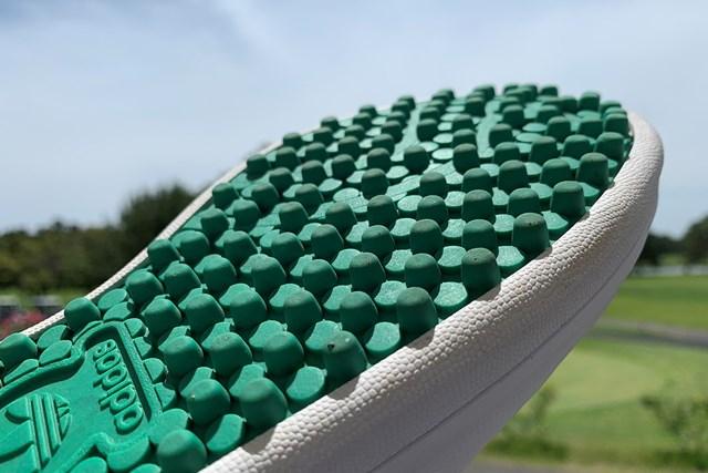 アディダスの名作シューズをゴルフ場で履いてみた 「スタンスミス ゴルフ」のアウトソール