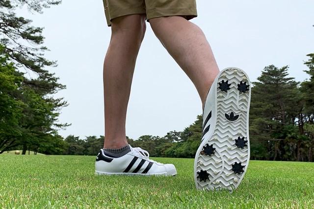 アディダスの名作シューズをゴルフ場で履いてみた 「オリジナルスSS ゴルフ」グリップ力は◎