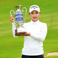 19歳のリ・ハナが逆転優勝。下部ツアー3勝目をあげた(Masterpress/Getty Images) 2021年 ECCレディス ゴルフトーナメント 最終日 リ・ハナ