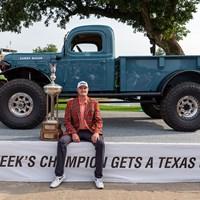 ジェイソン・コクラックが今季2勝目を挙げた。このトラックもらうんだろうか… (Andrew Dieb/Icon Sportswire via Getty Images) 2021年 チャールズ・シュワブチャレンジ 4日目 ジェイソン・コクラック