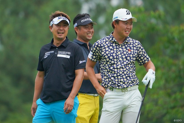 2021年 日本ツアー選手権 森ビル杯 Shishido Hills 初日 塚田陽亮 池田勇太 木下稜介 同組で楽しげな3人。