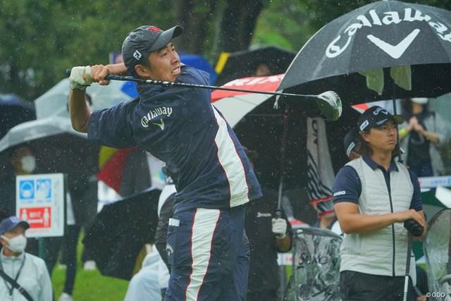 2021年 日本ツアー選手権 森ビル杯 Shishido Hills 2日目 杉原大河 石川遼 強烈な雨と風に耐えながら、アマチュアの杉原大河が優勝争いに踏みとどまった