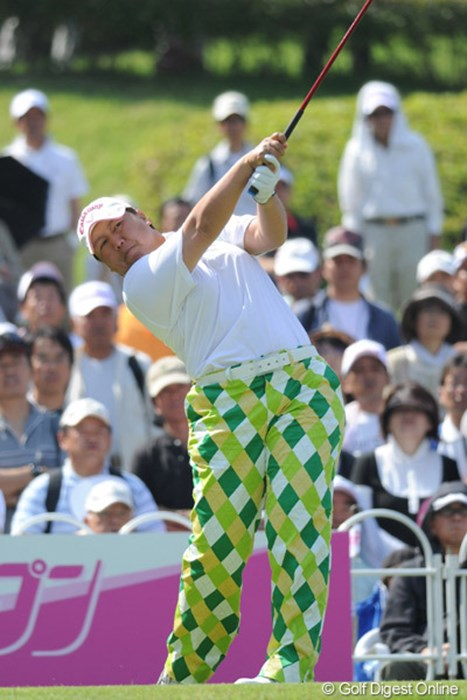 高村亜紀 このズボンを見たとたんにUPしたなってしまいました。まったく他意はおませんで。いやホンマ 2010年 中京テレビ・ブリヂストンレディスオープン 2日目 高村亜紀